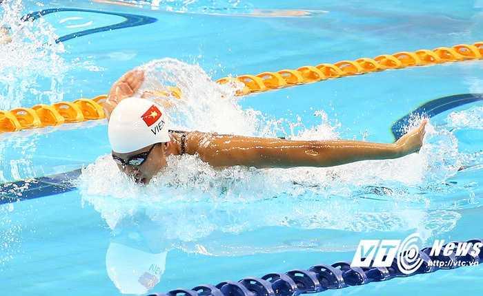 Ánh Viên nhanh chóng vượt lên dẫn đầu sau những mét bơi đầu tiên.(Ảnh: Phạm Thành)