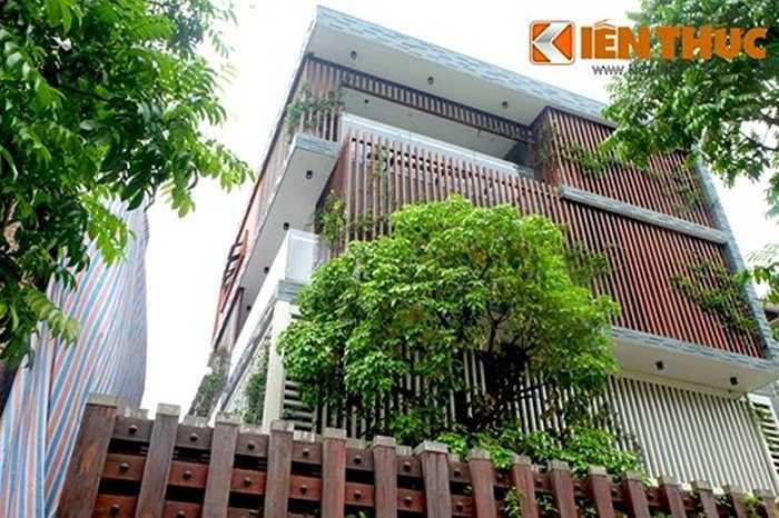 Trong kiến trúc, việc sử dụng những lam chắn nắng vừa giúp làm mát, lọc bụi, đồng thời tạo sự khác lạ, ấn tượng hơn cho công trình so với các ngôi nhà thông thường.
