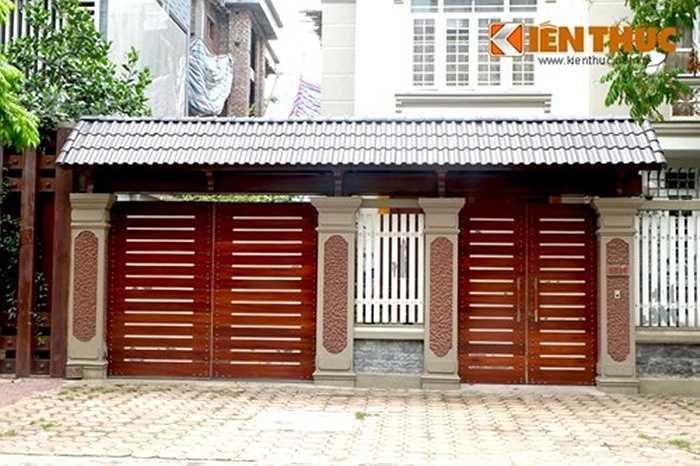 Cổng gỗ cũng được nhiều nhà giàu Hà Nội sử dụng.