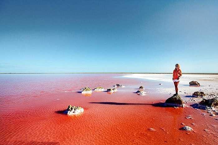 Hồ này nằm ở độ cao 4.000m so với mực nước biển. Hồ được hình thành 40.000 nằm trước từ hồ nước mặn Minchin