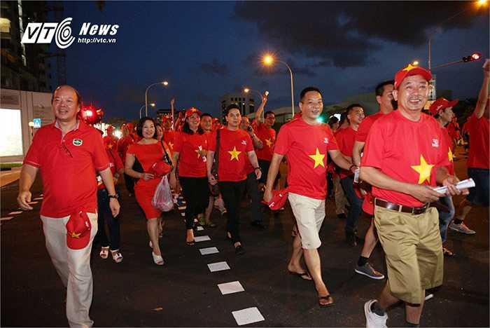 Rất đông CĐV Việt Nam không quản ngại đường xa đến cổ vũ cho U23 Việt Nam