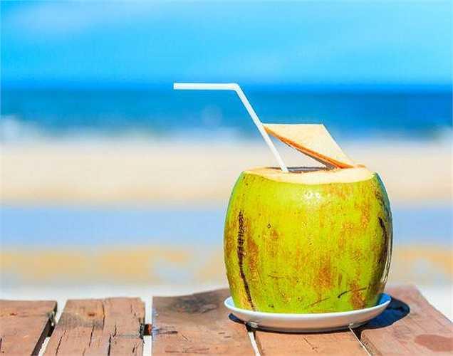 Không nên uống nước dừa vào buổi tối vì sẽ gây đầy bụng.