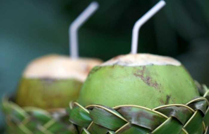 Dù không có nhiều đường nhưng dừa vẫn chứa một lượng carbohydrate không nhỏ. Đây chính là nguyên nhân vì sao những người tiểu đường cũng như bệnh nhân huyết áp cao không nên sử dụng nước dừa quá thường xuyên.