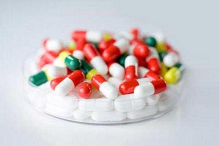 Chỉ có bác sĩ mới biết rõ khi nào cần sử dụng kháng sinh, chọn lựa loại gì và hướng dẫn dùng đúng thuốc, đúng cách, đủ liều, đủ thời gian.