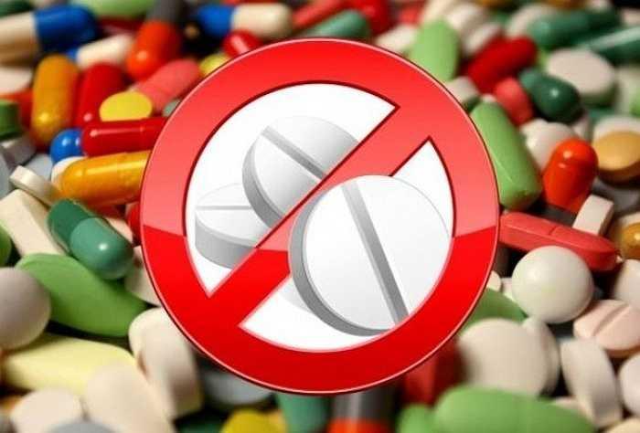 Một số kháng sinh như streptomycine, kanamycine dùng liều cao có thể gây điếc và suy thận.