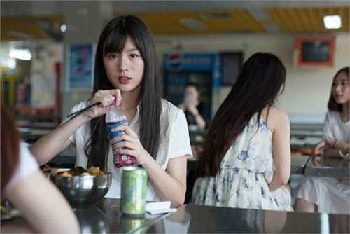 Vẻ đẹp trong sáng của cô gái được khen hơn đứt hot girl trà sữa Chương Trạch Thiên hay hoa khôi học đường Trần Đô Linh.