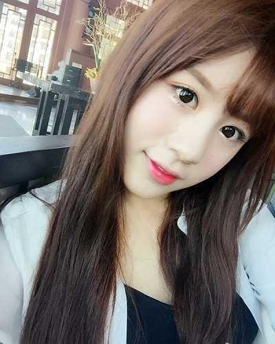 Cô bạn có vẻ đẹp và phong cách trang điểm xinh như sao Hàn.