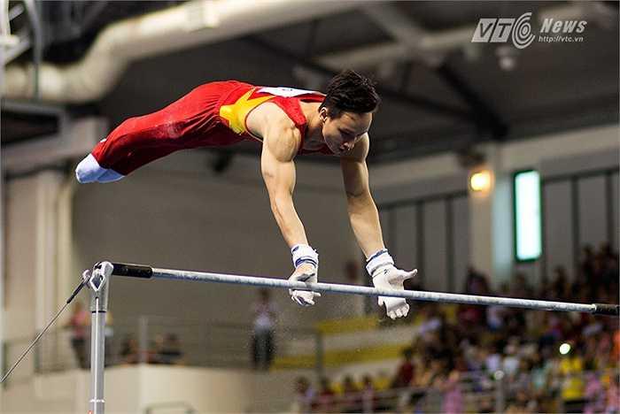 Nội dung xà kép, Đinh Phương Thành cũng mang về tấm HCV nữa cho Thể thao Việt Nam. (Ảnh: Hải Thịnh)