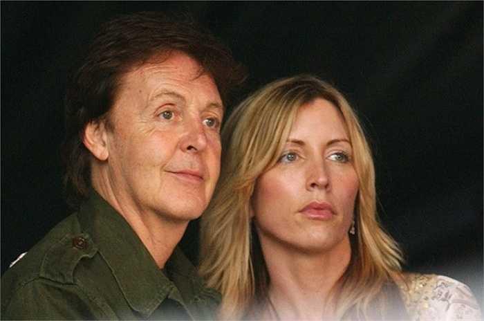 9. Paul McCartney và Heather Mills - 3 triệu USD. Cặp đôi này tổ chức đám cưới theo phong cách Ấn Độ tại lâu đài Leslie tuyệt đẹp ở Ireland có giá thuê tới 40.000 USD. Tiệc cưới được tổ chức hoành tráng cùng pháo hoa rực rỡ với tổng hci phí lên đến 3 triệu USD.