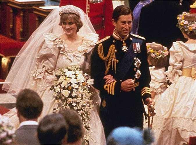 3. Công nương Diana và Thái tử Charles - 48 triệu USD. Được mệnh danh là 'đám cưới thế kỷ' với 750 triệu người xem trên khắp thế giới, hôn lễ diễn ra tại nhà thờ St. Paul ở London cùng 3.500 khách mời. 2 triệu người đã xếp hàng dọc theo đường phố London chỉ để nhìn thoáng của Công nương Diana.