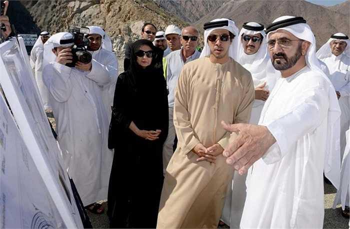 1. Sheikh Mohammed bin Zayed Al Nahyan and Princess Salama - 100 triệu USD. Là một trong những đám cưới xa hoa của mọi thời đại, một sân vận động với sức chứa 20.000 người được xây dựng cho các đám cưới. Cặp đôi đã cưỡi ngựa đi tất cả các thị trấn và tặng quà cho người dân của đất nước của họ.