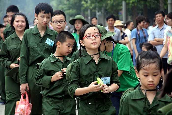 Với tên gọi Em là chiến sỹ, học kỳ trong quân đội năm 2015 dành cho 500 em thiếu nhi trong độ tuổi từ 7-15 tuổi ở 3 miền Bắc- Trung- Nam
