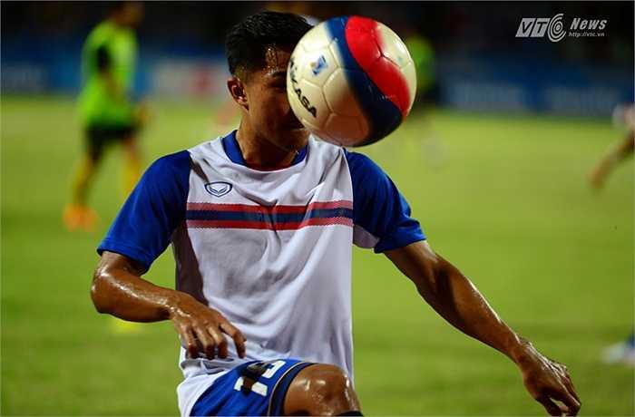 Người bí ẩn Chanathip Songkra-Messi Thái Lan không ra sân ở trận đấu với U23 Việt Nam. (Ảnh: Hà Thành)