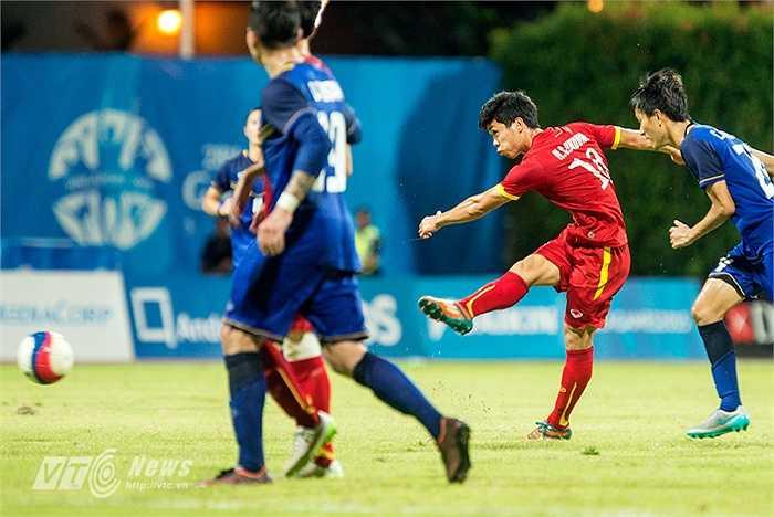 Lập tức sự có mặt của anh đã giúp U23 Việt Nam cân bằng hơn và có được những tình huống triển khai tấn công mạch lạc.(Ảnh: Hà Thành)