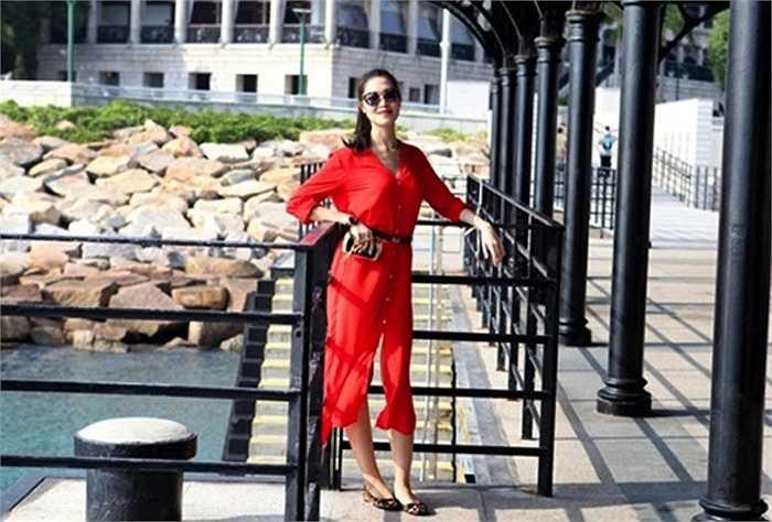 Hoa hậu Thùy Dung thu hút bằng vẻ đẹp sang trọng, ngày càng mặn mà.