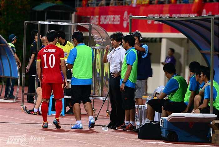 Thời điểm ông quyết định tung Công Phượng vào sân để thay đổi tình thế cũng là thời điểm U23 Việt Nam nhận bàn thua thứ 3. Hy vọng của ông bị dập tắt.