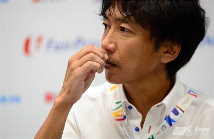 Nhưng cầu thủ Việt Nam chưa giỏi đến mức mà vị trí nào cũng đá được. Trận gặp U23 Thái Lan ông Miura thay đổi quá nhiều ở các vị trí.