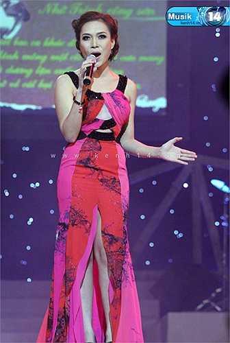 Mỹ Tâm tỏa sáng nhờ giọng hát đẹp và phong cách thời trang ấn tượng.