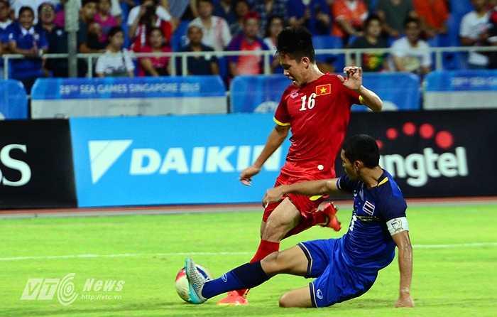 Đây là cơ hội của Thanh Bình trong hiệp 2 khi đồng đội có đường chuyền dọn cỗ để anh băng xuống dứt điểm.