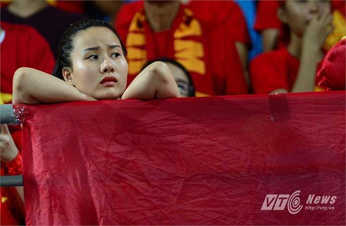 Một thoáng buồn khi U23 Việt Nam không thể đánh bại U23 Thái Lan (Ảnh: Hà Thành)