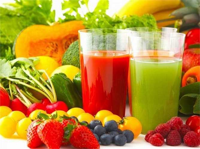 Bổ sung dinh dưỡng hàng ngày để chăm sóc làn da ngày hè. Uống nhiều nước và ăn nhiều hoa quả tươi sẽ da bạn sáng và khỏe mạnh.