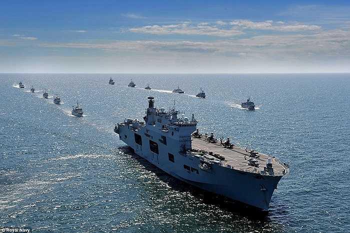 HMS Ocean dẫn đầu đoàn chiến hạm