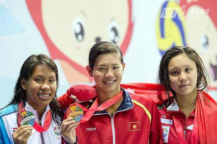 Thành tích của Ánh Viên là phi thường ở tuổi 19. Cô xứng đáng đứng trong nhóm những VĐV xuất sắc nhất SEA Games 28(Ảnh: Hải Thịnh)