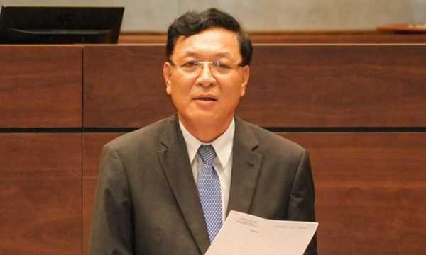 Bộ trưởng Giáo dục và Đào tạo Phạm Vũ Luận trả lời chất vấn trước Quốc hội vào 20/11/2014