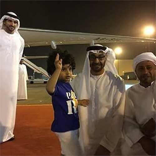 Cậu bé được hoàng gia Dubai đối xử chu đáo không thua kém các hoàng tử, công chúa của UAE.
