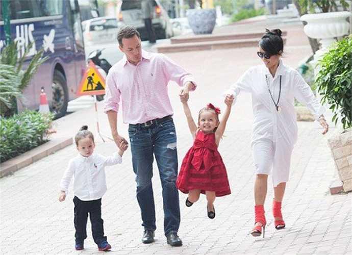Kết hôn muộn với ông xã Kevin, Hồng Nhung có cuộc sống hạnh phúc khiến nhiều người mơ ước.