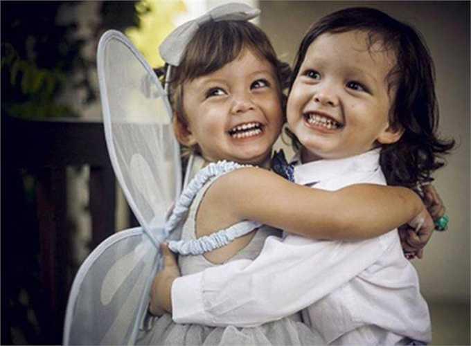 Hai nhóc tì có tên gọi ở nhà Tôm và Tép rất đáng yêu, thừa hưởng nhiều nét đẹp của bố mẹ.