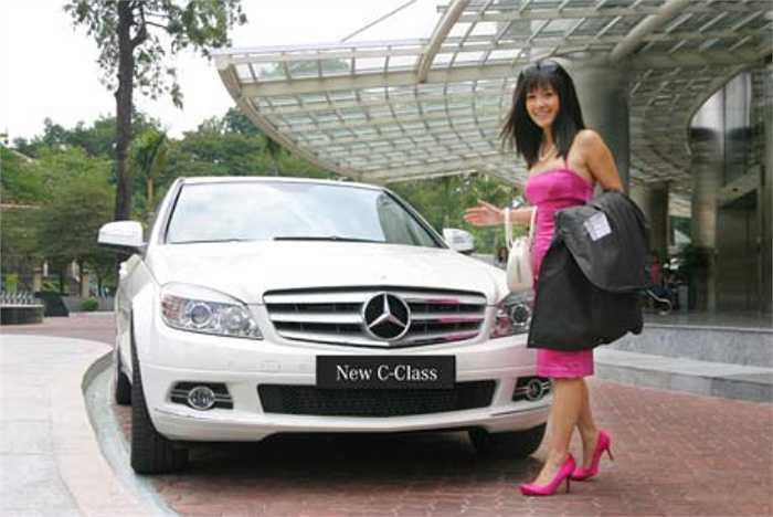 Hồng Nhung còn sở hữu xe hơi sang trọng bạc tỷ.