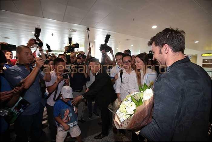 Del Piero có vẻ khá bất ngờ trước tình cảm của người dân Việt Nam