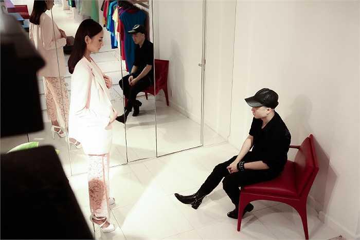 Bước ra khỏi Vietnam's Next Top Model, với sự hẫu thuẫn của Đỗ Mạnh Cường, Lê Thúy gặt hái nhiều thành công trên sàn catwalk.