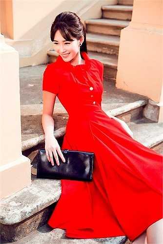 Trong những hình ảnh mới nhất, hoa hậu Đặng Thu Thảo cho thấy xu hướng cổ điển, thanh lịch và sang trọng đang trở lại.