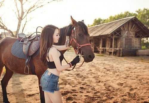 Bộ ảnh được nhiếp ảnh Long Phạm và người mẫu Trần Anh thực hiện trong vòng một buổi sáng.