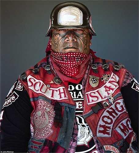 Nhiếp ảnh gia Jono Rotman đã dành 8 năm để lấy được lòng tin của băng đảng này
