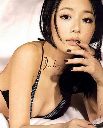 Trong một vài bức ảnh thuở thiếu nữ, Lâm Tâm Như bị chê có vòng 1 lép.