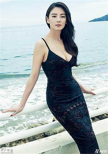 Cô có thân hình tuyệt mỹ và vòng 1 đáng ngưỡng mộ.