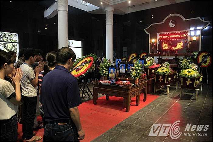 Trưa 12/6, lễ tang 5 nạn nhân trong vụ cháy xảy ra rạng sáng ngày 11/6 ở đường Hoàng Mai, Hà Nội được cử hành tại nhà tang lễ bệnh viện Thanh Nhàn (Hai Bà Trưng, Hà Nội)