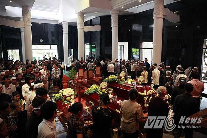 5 nạn nhân gồm ông Nguyễn Văn Sơn, bà Lưu Thị Lý (vợ ông Sơn), anh Nguyễn Văn Hiếu(người con trai thứ 3 của gia đình), chị Lê Thị Chiên (vợ anh Hiếu) và cháu Nguyễn Duy Hưng (con trai anh Hiếu).