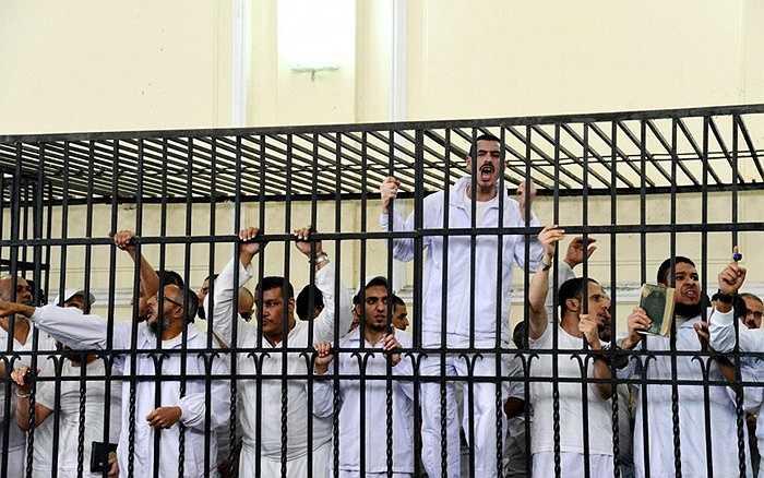 Ai Cập – 15 vụ/ năm. Quốc gia này còn giữ truyền thống từ thời xa xưa khi luật pháp cho phép tử hình đối với các hành vi giết người, khủng bố, hiếp dâm hay buôn lậu. Treo cổ là phương pháp chính để xử tử