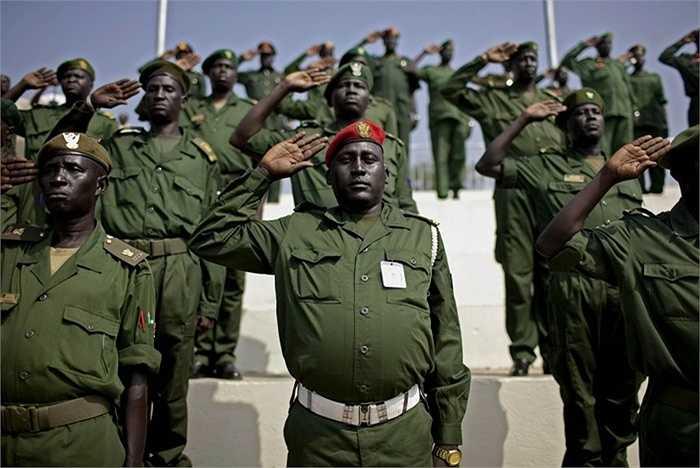 Sudan – 23 vụ/ năm. Sudan dẫn đầu châu Phi về số lượng vụ hành quyết mỗi năm. Nguyên nhân chủ yếu đến từ nền chính trị bất ổn liên miên, xung đột, mâu thuẫn và nạn buôn lâu hoành hành ở đây