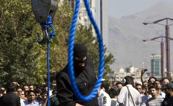 Iran – 289 vụ/ năm. Một quốc gia châu Á nữa trong danh sách. Đặc biệt, tại Iran người ta sử dụng cả biện pháp ném đá đến chết như một cách để xử tử. Ngoài ra, còn có tử hình bằng súng và treo cổ.