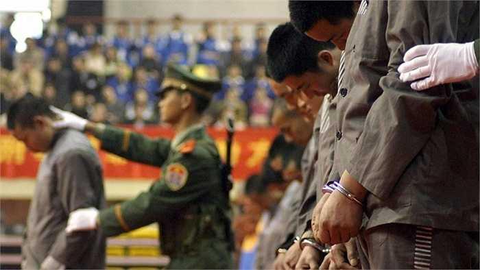 Trung Quốc – hơn 1.000 vụ/ năm. Trung Quốc không hẳn là một quốc gia bất ổn nhưng do dân số của họ quá đông (trên 1 tỷ người) nên con số tội phạm cũng rất lớn và điều này dẫn đến việc quốc gia này sở hữu số lượng tử hình rất cao.