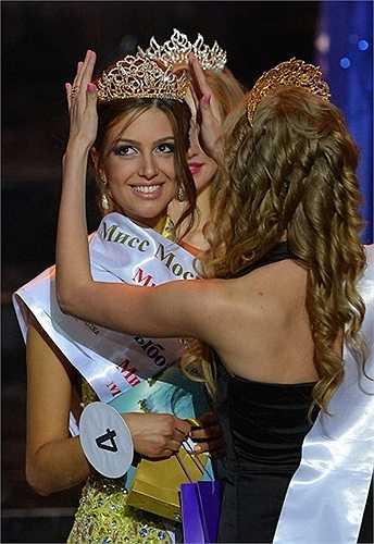 Người đẹp chiến thắng trong vòng chung kết cuộc thi Hoa hậu Matxcơva 2015, Oksana Voevodina