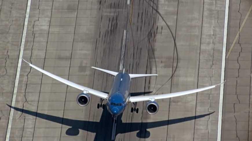 Boeing 787 cất cánh dựng đứng
