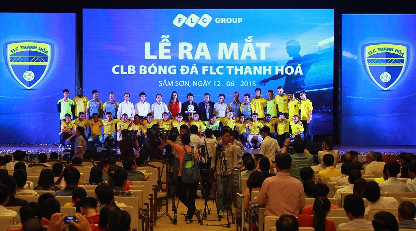 Toàn thể Câu lạc bộ Bóng đá FLC Thanh Hóa ra mắt người hâm mộ