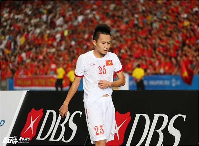 Huy Toàn rất nỗ lực nhưng may mắn ngoảnh mặt với đội bóng áo trắng.(Ảnh: Phạm Thành)