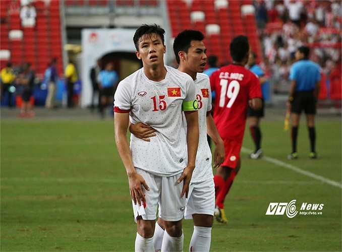 Rất nhiều cầu thủ U23 Việt Nam không còn đứng vững nổi sau trận thua bàng hoàng.(Ảnh: Phạm Thành)